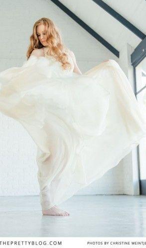 Flowy beige wedding dress | Photography: Christine Meintjes, Dress: Rosenwerth