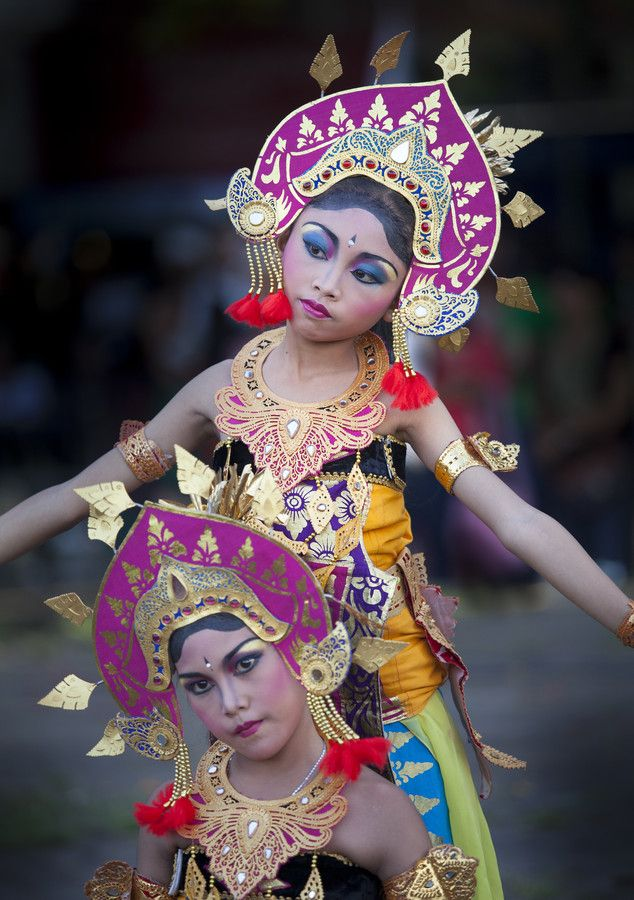 Photo Balinese girls dancing by Kriss Sieniawski on 500px