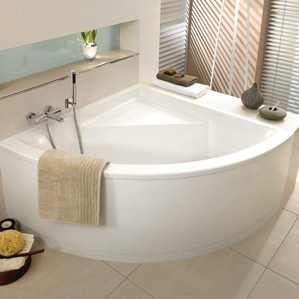 Les équipements à privilégier pour une salle de bains de 6 m². Vous redoutez de vous retrouver à l'étroit ? Pensez à la baignoire d'angle. D'ailleurs, pourquoi ne pas oser la baignoire balnéo, pour disposer d'un véritable petit spa à domicile ? Vous pouvez préférer une douche spacieuse, équipée de jets massants et d'une paroi coulissante. Dans un cas comme dans l'autre, il peut être judicieux de réaliser une niche murale, aussi esthétique que pratique pour loger soins, shampoings et savon…