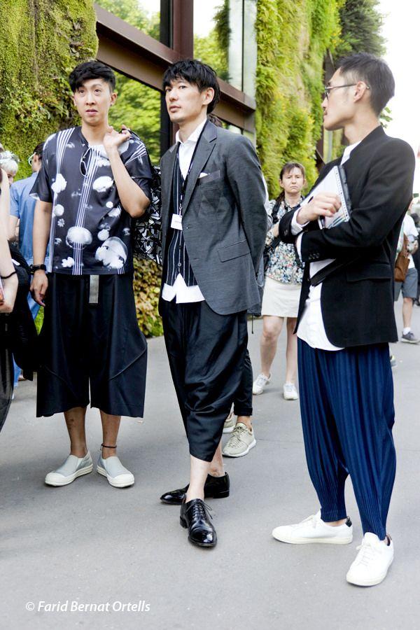 "https://flic.kr/p/v5Zntf | MEN 'S FASHION WEEK S S 2015/2016 - SEMAINE MODE HOMME PRINTEMPS/ETE 2015/2016 PARIS | Styles and attitudes ... The ""Japanese Harem Pants"" TREND At ISSEY MIYAKE show #pfw #menswear #mensfashion #IsseyMiyake #suits #harempants #japanesetrend #trend #SS16 #streetstyle #style #men"