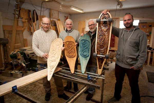 Have you ever wonder what happens when you combine traditional Norwegian woodcraft and skateboards? I haven't, but the brothers Bjørndalssæter from Oppdal and Alexander Nässelqvist from Larvik did and the result is quite impressive and unique.Norwegian Dragons, Neat Products, Norwegian Roots, Skateboards Stuff, Combinations Traditional, Norwegian Woodcraft, Krazy Kool, Dragons Skateboards, Brother Bjørndalssæter