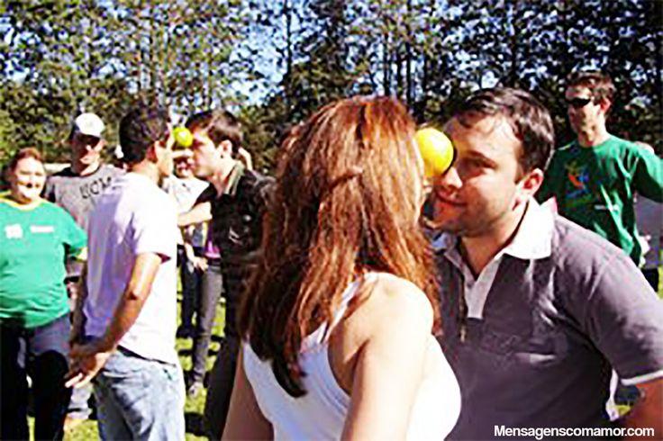10 brincadeiras de festa junina para animar o arraiá - dança com laranja