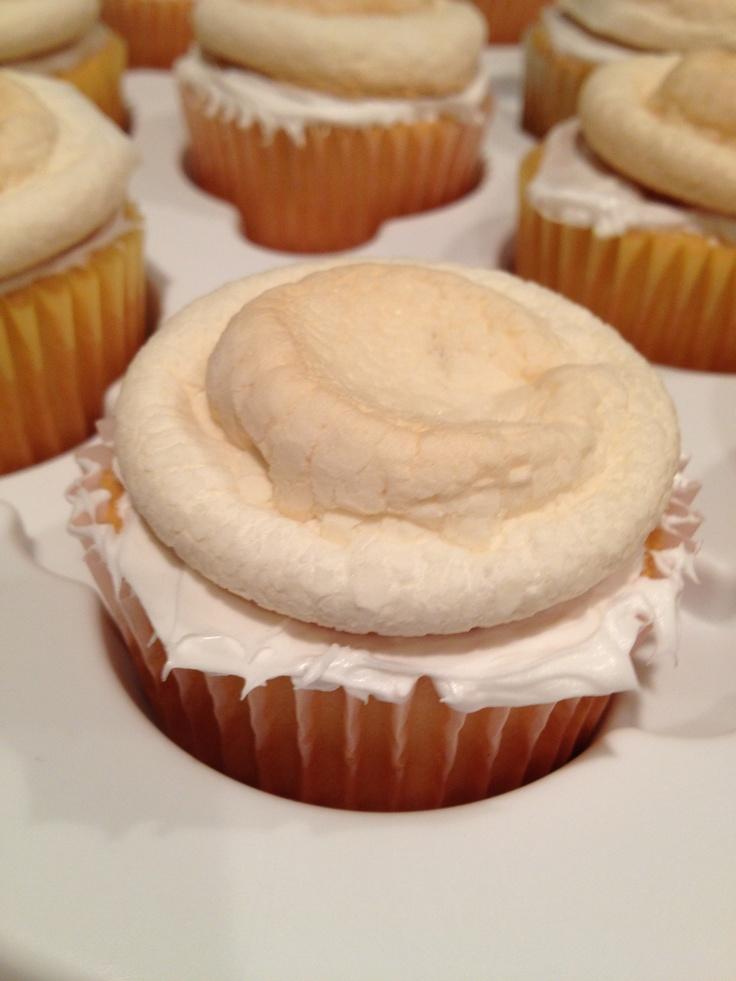 Toasted marshmallow cupcakes   baking...:)   Pinterest
