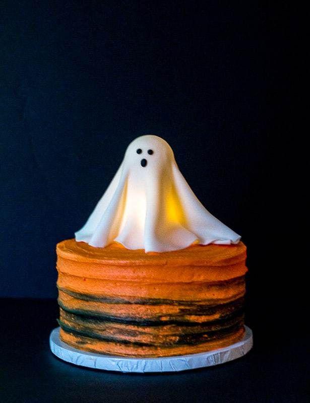 Glowing Ghost Cake Tutorial Ghost Cake Halloween Cakes Haunted