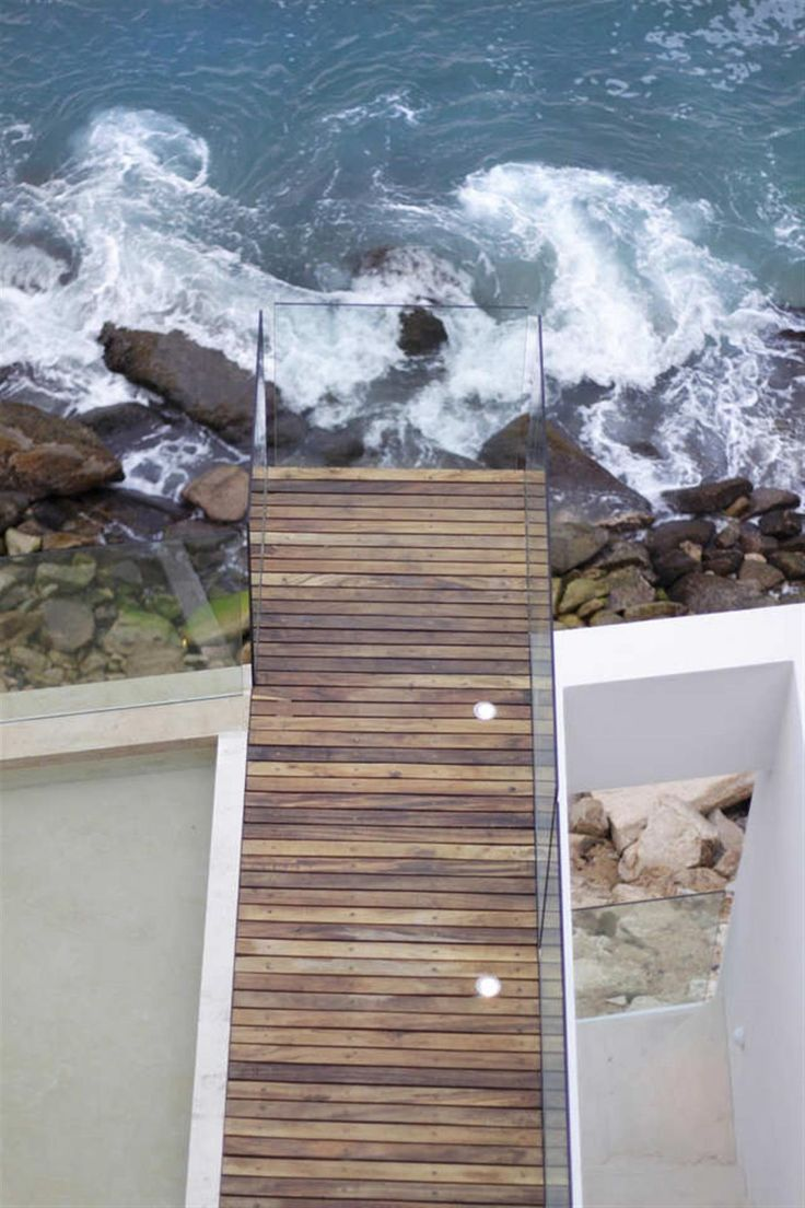 Awesome Cantilevered Deck Design With Lighting Ideas