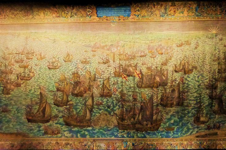Het museum bezit zes wereldberoemde tapijten die vertellen over het heldhaftige aandeel van de Zeeuwen in de strijd tegen de Spanjaarden in de Tachtigjarige oorlog. De grote tapijten, waarvan de grootste 3,50 bij 7 meter meten, werden tussen 1593 en 1604 vervaardigd in opdracht van de Staten van Zeeland. De kleurrijke tapijten geven een beeld van de oorlogshandelingen op zee en van de strijd in de havens. Het is de enige serie oude tapijten ter wereld waarop zeeslagen zijn afgebeeld.