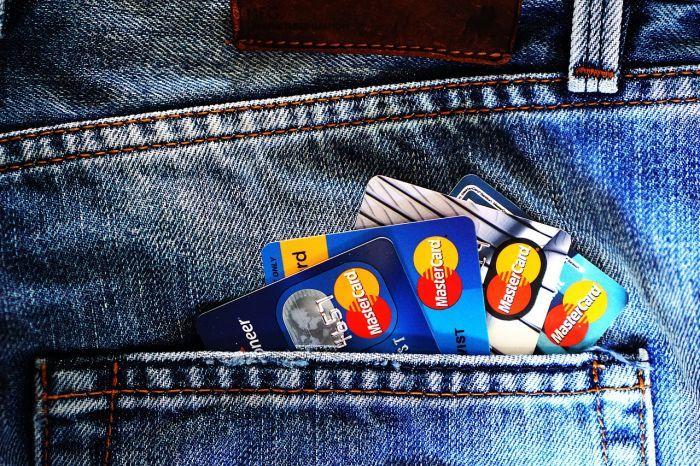 Saat ini, bunga kartu kredit maksimal masih tercatat 2,95% per bulan dan 35,4% per tahun. Sedangkan untuk bunga tarik tunai rata-rata bank mematok bunga 6% per transaksi. Meskipun bulan depan bunga...