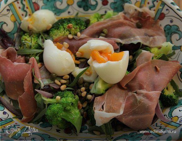 Итальянский салат с брокколи, ветчиной и кедровыми орешками . Ингредиенты: брокколи свежая, лимоны, ветчина копченая
