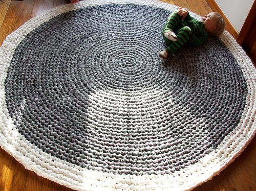 Upcycled Crochet Rug - so much great information on recycling materials for rugs.  Save this for when you are ready.  I can't leave alone the one I have started!  Fun!
