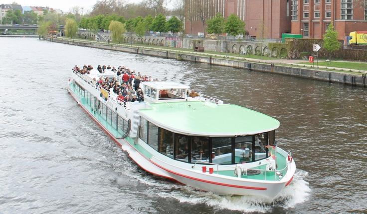 1. Mai mit der Reederei Winkler auf dem Wasser Berlins ...