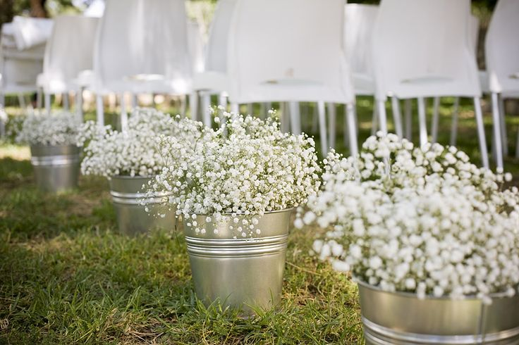 Wedding aisle - tin buckets with lots of Gypsophila flowers. Photo by Dan Miller. Design by Moran Carmeli.