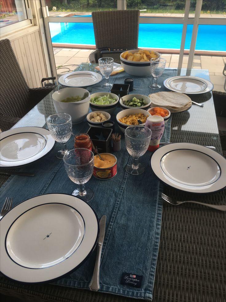 Middagsdukning på altanen Lexington