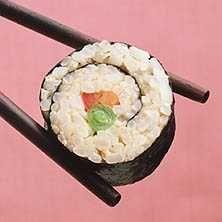 Vegetarisk sushi med avokado, morötter & gurka. Detta recept serveras självklart med klassiska smaker av wasabi och syltad ingefära.