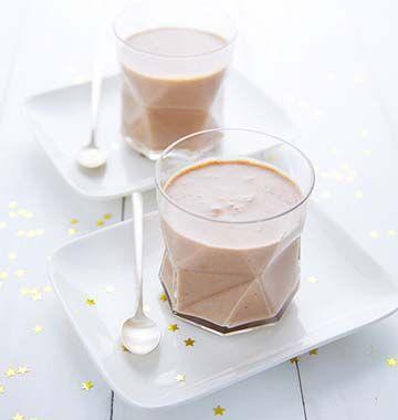 Une délicieuse mousse à la crème de marrons. Cette recette est sans oeufs et sans lait, vous pourrez ainsi démontrer à vos convives que l'on peut se régaler différemment. A tester d'urgence !