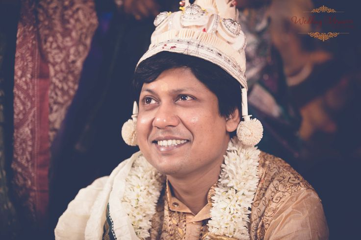 Indian Bengali groom. Photography by Wedding Memoirs.