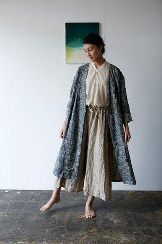 "Nani Iro Ori Some in ""Deep Indigo"" indigo sketch on dark natural, 100% linen fabric - Red Beauty Textiles"