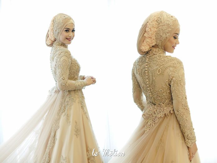 Hijab wedding dress | Farah & Dirga - Jawa & International Wedding by Le Motion | http://www.bridestory.com/le-motion/projects/farah-dirga-jawa-international-wedding