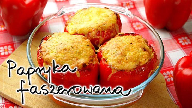 Papryka faszerowana (Stuffed Paprika), to propozycja na wykorzystanie papryki w bardzo oryginalny sposób. Wypełniona farszem i posypana żółtym serem papryka o słodkim smaku, cudownie kontrastuje ze słonym smakiem.