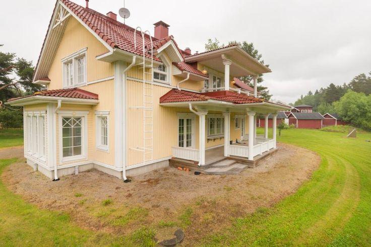 Kangasalan Suntinmäellä kartanotyyppinen omakotitalo  #pirkanmaa #arvotalot