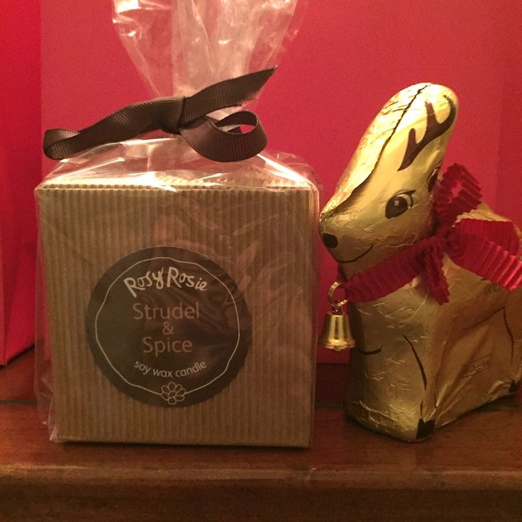 Thank you presents and Secret Santas using our own Travel Tin candles & Lindt chocolate. #scentedcandles #strudel #spice #lindt #rosyrosie