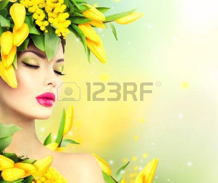 acconciature: Donna Primavera. Bellezza Modello primavera ragazza con i fiori stile di capelli