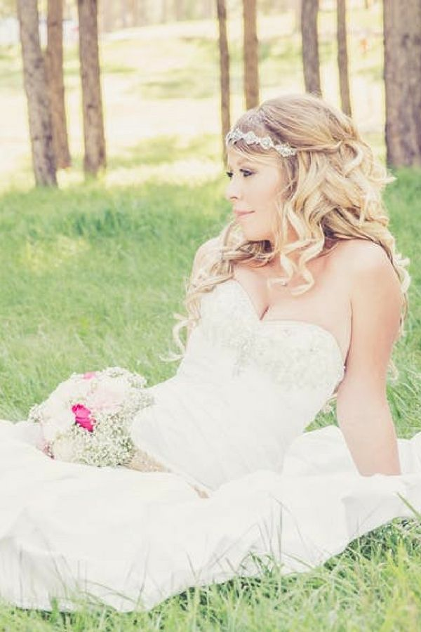 Win your dream garden wedding contests! Learn where to enter free wedding contests to get pretty wedding accessories, free wedding dresses, and free honeymoons. Enter to win wedding freebies at http://www.sipbitego.com/wedding-contests-and-giveaways-2017/