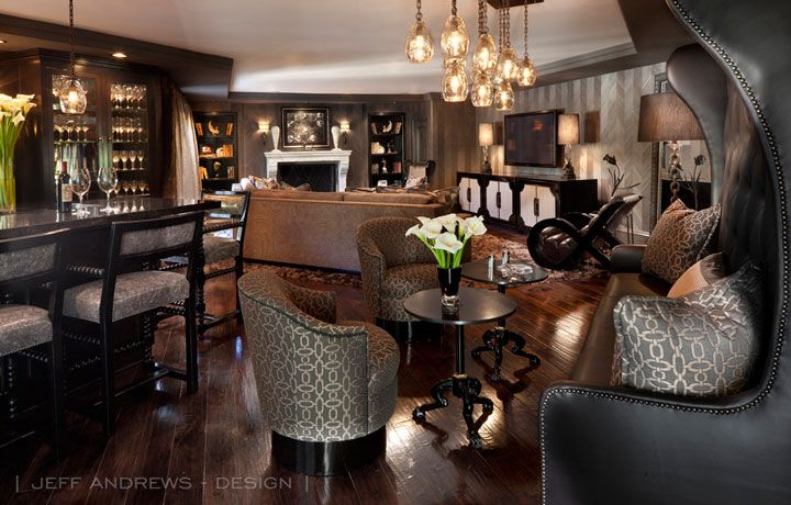 Kris and bruce jenner 39 s house lounge room bar kris for Decoration maison kris jenner