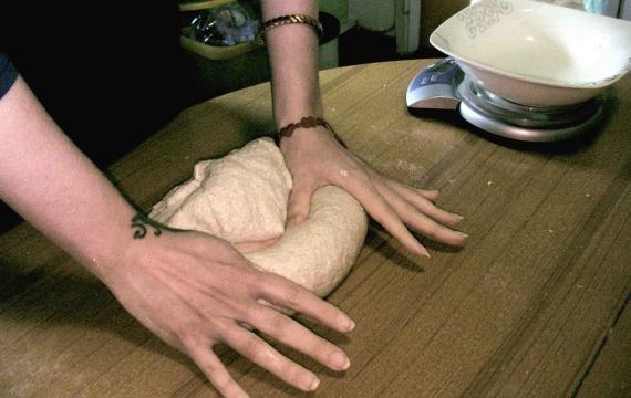Come fare il pane con il lievito madre e la pasta madre. In 7 mosse, dalla farina al forno!