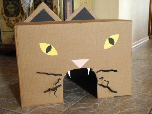 Hoch im Kurs steht bei meinen Kindern beispielsweise diese Katzenkiste mit der wir ein Kastanienwurfspiel spielen (fütter die Katze mit Leckerlis)