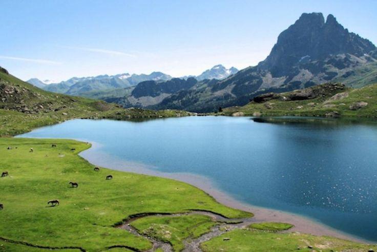 In der Region Aquitanien empfangen Sie unter anderem die Departements Dordogne, Lot-et-Garonne und Pyrénées-Atlantiques mit einer Reihe von touristischen und kulturellen Highlights. Warten Sie nicht mehr länger und geniessen Sie die Kunst des Reisens mit Bontourism®.