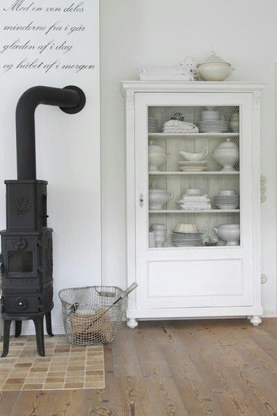 Meer dan 1000 idee n over servieskast decoratie op pinterest hutch redo wit hok en - Muur hutch ...
