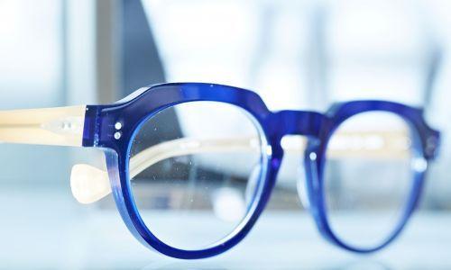 Damit Sie sich mit Ihrer Brille wohlfühlen, braucht es zu Ihrer Lieblings-Brillenfassung, die richtigen Gläser! Ob weit- oder kurzsichtig, Gleitsicht- oder getönte Gläser, die Auswahl ist groß.