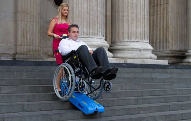 montascale cingolato per disabili