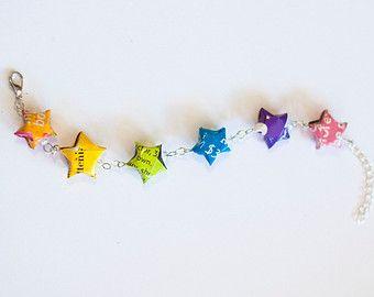 Arcobaleno braccialetto - uno di un genere - Upcycled rivista origami stelle bracciale