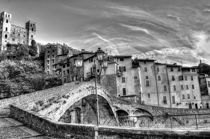 Dolceacqua, View of the bridge and castle, Foto di Roberta Sala