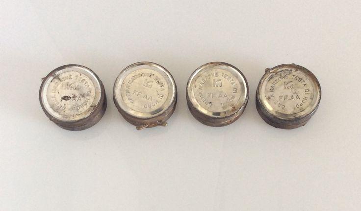 4 contenitori vintage crema da scarpe testa di moro. Diametro cm.6,5.