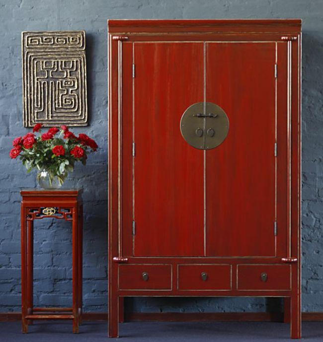 Blaue Wand Und Rote Möbel