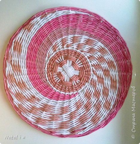 Поделка изделие Плетение Возвращаюсь Бумага газетная Трубочки бумажные