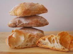 El pan de cristal se singulariza por tener un porcentaje de hidratación del 90%, es decir por cada kg de harina utilizaremos 900 gr ...