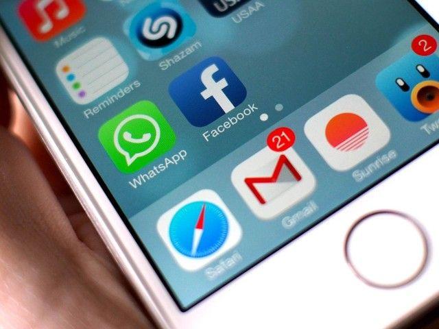 """Facebook """"uccide"""" la batteria dell'iPhone. Ecco come farla durare di più"""