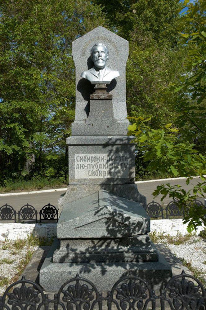 Надгробие на могиле Ядринцева Н. М.