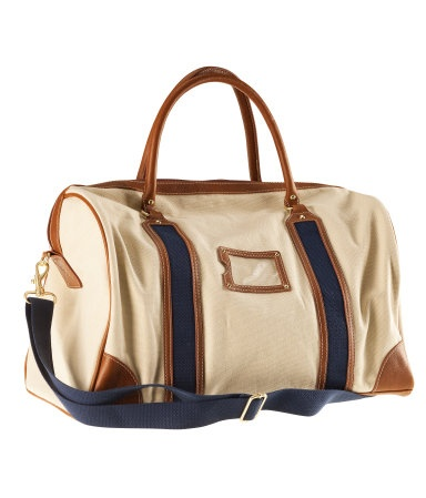 Roomy canvas bag with imitation leather details, double handles and a detachable, adjustable shoulder strap. Zip-top design and three inner pockets, one with zip. Lined.