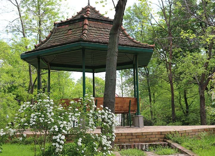 The wooden stall on an artificial hill built by Prince Efrem Obrenovici, the pond with ducks, the white and blue peacocks that walk free in the park or the pottery studio are favorite attractions among our visitors.
