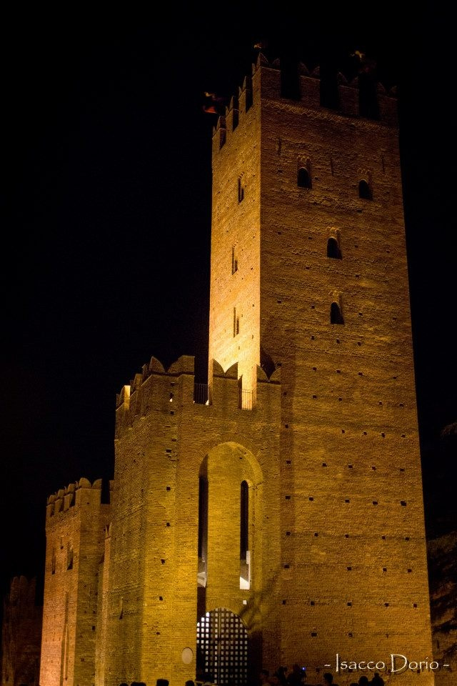 La Rocca Viscontea illuminata