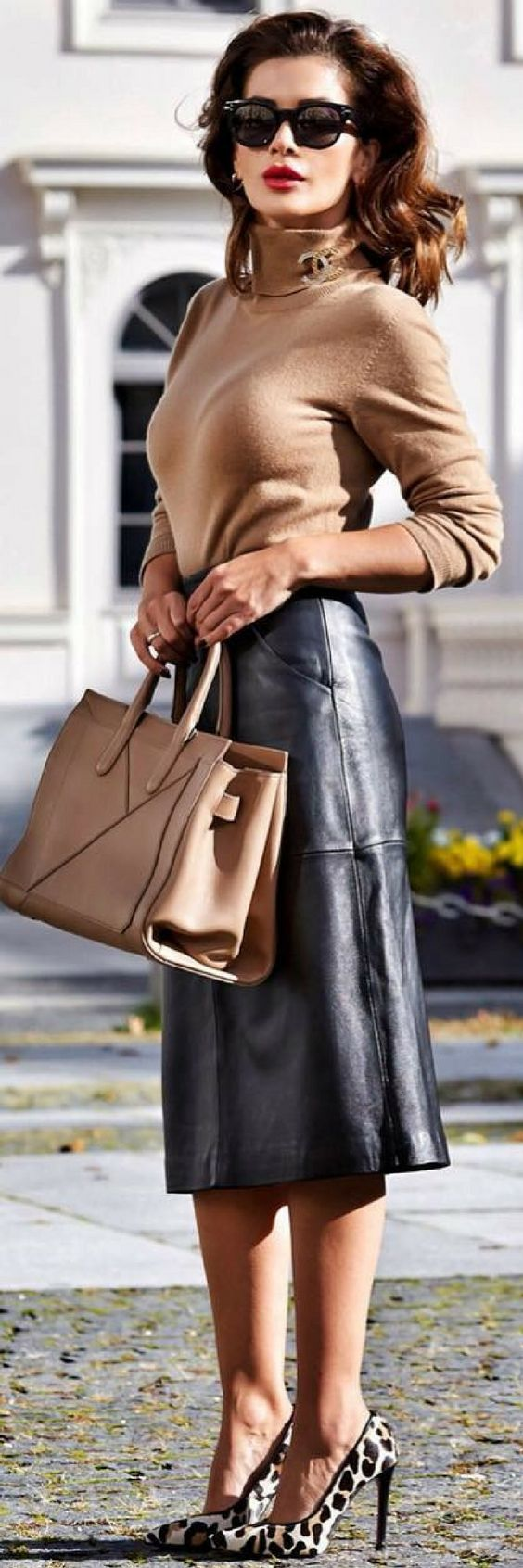 This Is The Go To Skirt For A Splendid Fall Look - How To Style By Fusun Lindner http://ecstasymodels.blog/2017/10/07/splendid-fall-look-style-fusun-lindner/Fall Outfit Idea