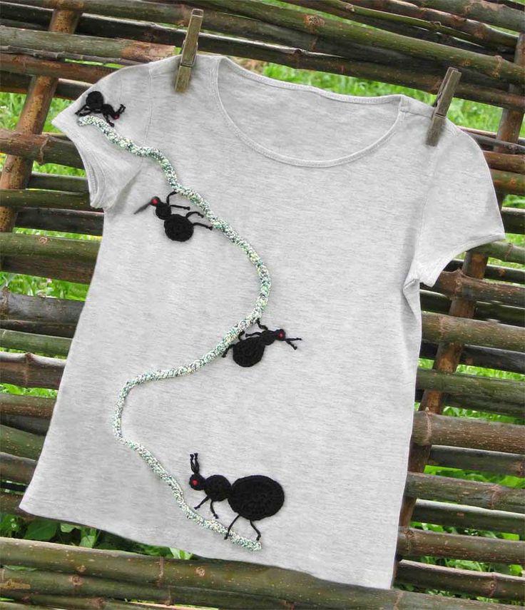 Moda niños. Camiseta de algodón para niños que muestra el sendero por el que van y vienen las hormigas hacia no se sabe dónde, pero que estamos seguros que vuestros niños descubrirán. #regalos #niños