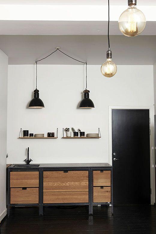 Frama hylde, fx set hos Casanova Furniture. Længde 40, 60 og 80 cm, pris 625 kr., 725 kr. og 890 kr.