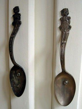 Kapı veya dolap kolu olarak antika kaşıklar