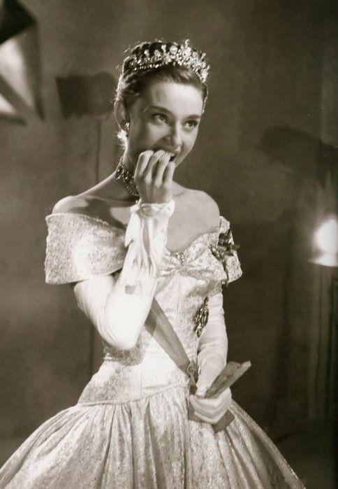 audrey hepburn photographed for Roman Holiday