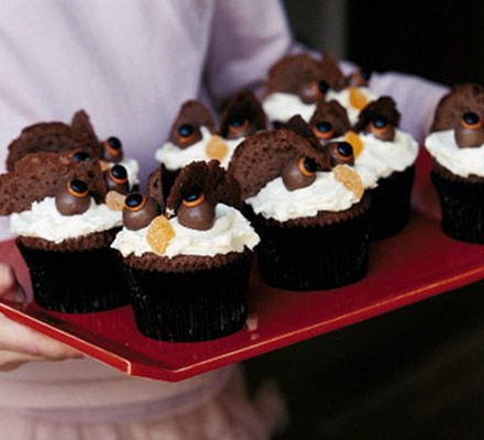 Delicious and simple chocolate cup cakes to make with the kids at Halloween - real crowd-pleasers